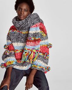 Your winter accessorizing game is about to level up with these inventive ways to wear a scarf, courtesy of the brains at Zara. Ways To Wear A Scarf, How To Wear Scarves, Knitwear Fashion, Crochet Fashion, Knitting Designs, Knitting Patterns, Zara Trends, Cardigan Pattern, Crochet Clothes