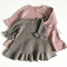 Foxglove Dress - Thimble dress pattern by Knitting for Sif - ДЕВОЧКАМ. - Foxglove Dress – Thimble dress pattern by Knitting for Sif – ДЕВОЧКАМ # - Knit Baby Dress, Knitted Baby Clothes, Baby Gown, Knitting For Kids, Baby Knitting Patterns, Knitting Stitches, Kids Patterns, Dress Patterns, Robe Diy