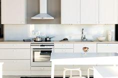 Valkoinen liesituuletin Nixi - Elämää keittiössä « Livingstone KoditLivingstone Kodit