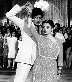 Silsila – Amitabh Bachchan and Rekha Bollywood Stars, Bollywood Fashion, Bollywood Celebrities, Bollywood Actress, Kareena Kapoor Pics, Asian Photography, Vintage Bollywood, Thing 1, Amitabh Bachchan