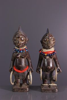 Couple de statuettes Ibeji Ere Yoruba - Statues-statuettes - Art africain #ArtAfricain #Statues #Yoruba Yoruba, Art Tribal, African Dolls, Statues, Religion, Couples, Magic, Decorations, Pictures