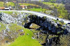"""Podul Lui Dumnezeu"" - singurul pod natural din lume pe care se poate circula cu maşina - ShareThis   ShareThis"