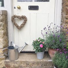 House entrance exterior english cottages 63 Ideas for 2020 Cottage Front Garden, Cottage Patio, Cottage Door, Maria Rose, Modern Country Style, Country Decor, Country Living, Lavender Garden, Lavender Cottage