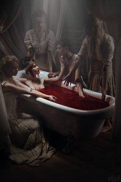 The Look: - Ablution I by Stanislav Istratov. the Countess Elizabeth Bathory taking her midnight bath in blood which she thought would keep her young forever Rpg Horror, Horror Art, Creepy Horror, Dungeons And Dragons, Dark Fantasy, Fantasy Art, Elizabeth Bathory, Vampire Art, Vampire Images