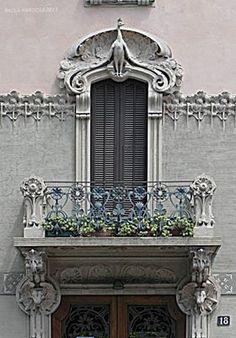 Art Nouveau Architecture, Facade Architecture, Beautiful Architecture, Balcon Juliette, Portal, Ballerina Art, Classic Building, Building Facade, Balcony Design