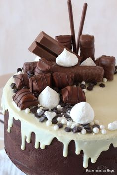 Tarta chocolatinas: chocolate, espresso y crema de mascarpone (dripcake). Bonita y rica. Fancy Cakes, Mini Cakes, Cupcake Cakes, Sweet Recipes, Cake Recipes, Birtday Cake, Delicious Deserts, Drip Cakes, Occasion Cakes