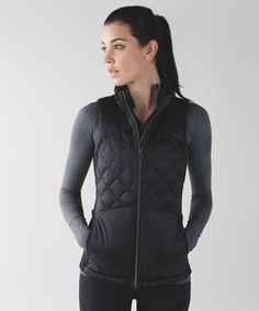 Run from morning to night—this lightweight, slim-fitting vest is perfect for transitional weather. #womenscardigan #womensouterwear #womensjacket