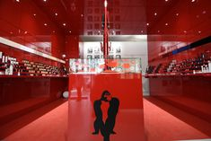 http://www.intotheminds.com/blog/en/armani-box-popup-store-innovates-to-leverage-customer-loyalty/