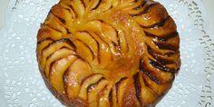 Un delicioso bizcocho con manzanas. Siempre me ha gustado la tarta de manzana, y la que suelo hacer es la que está rellena de crema pastelera, pero un buen bizcocho no está mal para estas navidades.