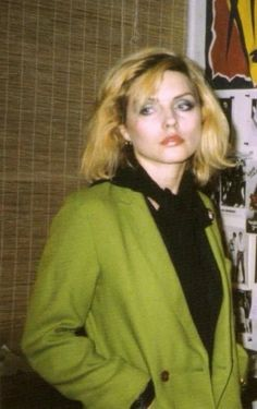 You'll never see a girl like this one today Estilo Rock, Blondie Debbie Harry, Too Cool For School, Pretty Baby, Musical, Most Beautiful Women, My Idol, Rock And Roll, Punk