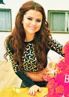 Selena Gomez. she kinda looks like Ariana Grande in this pic. Comment if u agree
