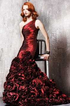 eat your heart out Jessica Rabbit.   now that is a red dress.