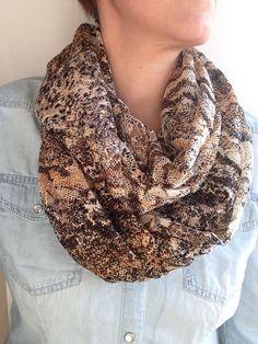 6066da0aed6f col snood femme tissu dentelle écharpe infinie par Numero46 sur Etsy Lace  Wrap