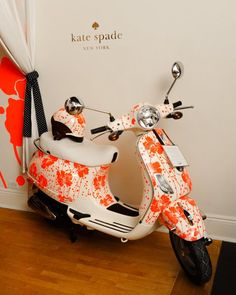 #ridecolorfully Kate Spade #Vespa and matching helmet!  These would look great in Key West!!!