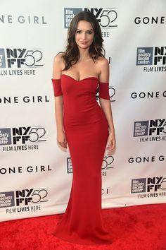 Pin for Later: Little Black Dress vs. Little White Dress: C'est la Bataille Sur le Tapis Rouge Emily Ratajkowski Emily Ratajkowski à la première de Gone Girl au New York Film Festival.