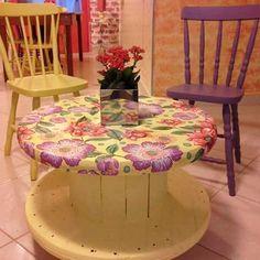 Skull Furniture, Tire Furniture, Hand Painted Furniture, Repurposed Furniture, Cool Furniture, Diy Cable Spool Table, Wooden Spool Tables, Wooden Cable Spools, Diy Para A Casa