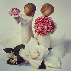 Anna valmistuneelle lahjaksi kukkia, jotka eivät kuihdu! Ihanat Willow Tree -hahmot meiltä! 😊