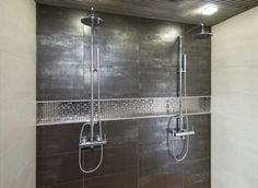 Double shower, high shine black and built-in shelf