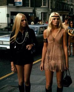 English hippie girls in swinging London, Not real hippies, way too glam. What makes these hippies? They're both wearing very heavy makeup. The one on the left is wearing a black leather jack. 70s Inspired Fashion, 60s And 70s Fashion, Indie Fashion, Look Fashion, Trendy Fashion, Vintage Fashion, Gypsy Fashion, Street Fashion, 1970s Hippie Fashion