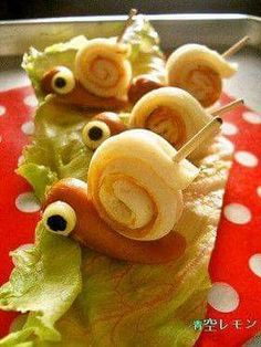Snail from sausage and omellette roll/ham/bread