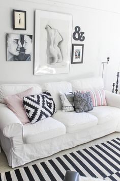 pink, black, white and grey! I have the ikea pillow
