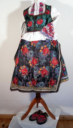 A Kárpátmedence viseletei - 104227362733955419577 - Picasa Web Albums From Sioagard - view 1 Folk Costume, Costumes, Hungary, Albums, Culture, Traditional, Embroidery, Summer Dresses, Country