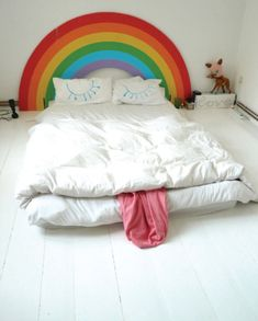 cute bed for a kids room Or for my room Cool Headboards, Headboard Ideas, Creative Beds, Creative Decor, Creative Design, Rainbow Bedding, Rainbow Curtains, Rainbow Room, Rainbow Face