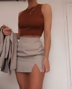 Grey mini skirt and burgundy top Glamouröse Outfits, Teen Fashion Outfits, Girly Outfits, Cute Casual Outfits, Look Fashion, Pretty Outfits, Stylish Outfits, Fall Outfits, Wild Fashion
