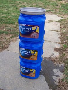 Make a simple, inexpensive flow-through indoor worm composter using coffee cans.In this tiny coffee can, my worms made more than enough castings to mix up over 15 gallons of tea! Source by artsyannietx Fishing Worms, Fishing Bait, Best Fishing, Fishing Tips, Fishing Stuff, Fishing Tackle, Walleye Fishing, Fishing Rod, Fishing Knots