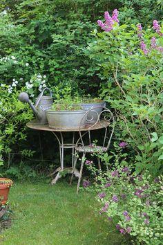 K Co antiques French Antique Vintage Industry Interior design Farm Gardens, Outdoor Gardens, English Gardens, Garden Cottage, Garden Nook, Garden Table, Garden Path, Balcony Garden, Garden Spaces