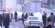 Yoğun kar yağışı vatandaşlara zor anlar yaşattı İstanbul'da etkisini sürdüren kar yağışı araç sürücülerine ve işe gitmek isteyen vatandaşlara zor anlar yaşattı. Buzlanan yollarda ilerlemeye çalışan araçlar kayarken vatandaşlar da yürümekte zorluk çekti. http://feedproxy.google.com/~r/dosyahaber/~3/2c0WYFp7HAc/yogun-kar-yagisi-vatandaslara-zor-anlar-yasatti-h10844.html
