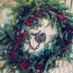 #colonialwilliamsburg #williamsburgva  #williamsburg #hollywreath #handmade #whitepicketfence #lock #virginia #wreath #holly #christmaswreath #christmasdecorations #christmas #lock