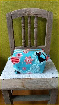 キャラメルポーチ☆失敗しない作り方♪ - おはよう(*´∇`*) Mini Purse, Cosmetic Bag, Diy And Crafts, Sewing Patterns, Projects To Try, Purses, Handmade, Tips, Templates