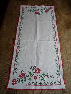 Hey, I found this really awesome Etsy listing at https://www.etsy.com/listing/187596338/vintage-french-embroidered-table-runner