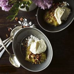 Vet du inte vad du ska med alla äpplen till? Gör en härlig och enkel äppelkompott till efterrätt!