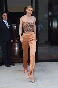 Gigi Hadid Looks, Gigi Hadid Style, Gigi Hadid Body, Mode Outfits, Fashion Outfits, Frugal Male Fashion, Gigi Hadid Outfits, Gigi Hadid Fashion, Gigi Hadid Dresses