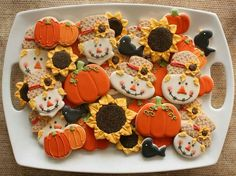 Out of dessert ideas for your upcoming Thanksgiving party? Try baking some of these adorable and delicious Thanksgiving cookies that're sure to impress! Fall Decorated Cookies, Fall Cookies, Iced Cookies, Cute Cookies, Cookies Et Biscuits, Cupcake Cookies, Flower Cookies, Sugar Cookie Icing, Cookie Frosting