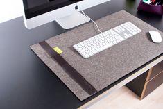 Classic Style: Schlicht, schön und praktisch! Unsere klassische Version ist mit einem Lederstreifen an der Seite versehen. Das Beste daran: Filz ist perfekt für die Bedienung mit der Maus - keine Mauspads - einfach stylisch!
