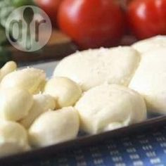 Think homemade mozzarella cheese is impossible to make? This recipe and accompanying video show you how to make delicious mozzarella cheese from scratch. Recipes With Mozzarella Cheese, Queso Mozzarella, Cheese Recipes, Cooking Recipes, Cooking Ham, Cooking Pumpkin, Drink Recipes, Healthy Eating Tips, Healthy Nutrition
