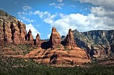 Red Rock Spires of Sedona Such and inspirational image! #SedonaArizona #TravelPhotography #AmericanSouthwest @leeseesart