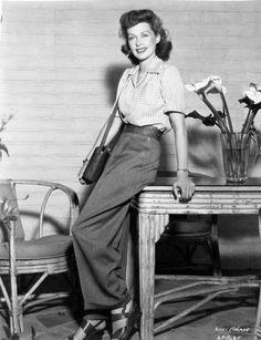 Lilli Palmer c. 1940s Outfits, 1940s Dresses, Vintage Mode, Vintage Ladies, Vintage Style, 1940s Fashion, Vintage Fashion, Lilli Palmer, 1940s Woman