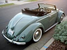 #VW #Beetle love this color! ♥ Loved and pinned by www.enterpriseglass.ca