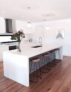 Exceptional modern kitchen room are offered on our web pages. Have a look and you wont be sorry you did. Home Decor Kitchen, Kitchen Living, Kitchen Interior, New Kitchen, Kitchen Ideas, Awesome Kitchen, Kitchen White, Beautiful Kitchen, Interior Livingroom