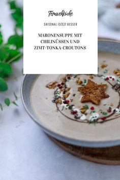 Zur Einstimmung in die Weihnachtszeit habe ich heute eine leckereMaronensuppe mit Chilinüssen und Zimt-Tonka-Croutonsgezaubert. Ganz egal ob als kleiner Seelenwärmer in der Vorweihnachtszeit oder als tolle Vorspeise für euer Weihnachtsmenü – diese cremige Maronensuppe ist die perfekte Suppe für die kalten Dezembertage. #maronensuppe #rezepte #vorspeise #weihmachtsmenü #suppe #weihnachtenvorspeise Chili, Cereal, Breakfast, Food, Delicious Dishes, Cinnamon, Easy Meals, Morning Coffee, Chile