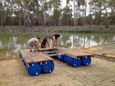 Diy: Portable Pontoon Using Old Pallets and Old Blue Drums • 1001 Pallets Old Pallets, Recycled Pallets, Wooden Pallets, Recycled Materials, Pallet Benches, Pallet Tables, 55 Gallon Plastic Drum, Plastic Drums, Floating Raft