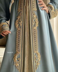 Stylish Dress Designs, Stylish Dresses, Pakistani Dress Design, Pakistani Outfits, Arabic Dress, Embroidered Kurti, Moroccan Caftan, Embroidery Fashion, Oriental Fashion