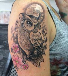 Owl tattoo owl tattoos tattoos, owl tattoo design и tattoo d Owl Tattoo Design, Flower Tattoo Designs, Flower Tattoos, Tattoo Henna, Tatoo Art, Wrist Tattoo, Wolf Tattoos, Body Art Tattoos, Cute Owl Tattoo