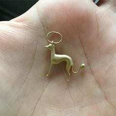 "For all the whippet lovers as I'm <3  Pingente ""Kiwi"" em ouro 18k  by neujwls"
