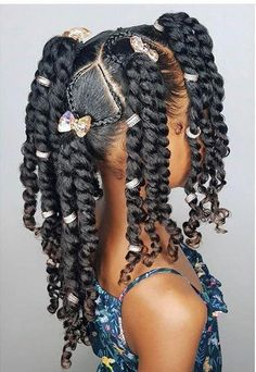 All styles of box braids to sublimate her hair afro On long box braids, everything is allowed! For fans of all kinds of buns, Afro braids in XXL bun bun work as well as the low glamorous bun Zoe Kravitz. Box Braids Hairstyles, Lil Girl Hairstyles, Black Kids Hairstyles, Girls Natural Hairstyles, Kids Braided Hairstyles, Short Hairstyles, Toddler Hairstyles, Hairstyles Pictures, Children Hairstyles