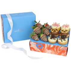 Top Deck Donut and Strawberry Box Lindt Chocolate, Luxury Chocolate, Chocolate Hearts, Chocolate Bouquet, Love Chocolate, French Donuts, Strawberry Box, Donut Gifts, Dessert Boxes